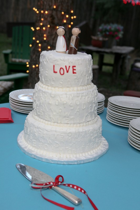 simple and charming wedding cake